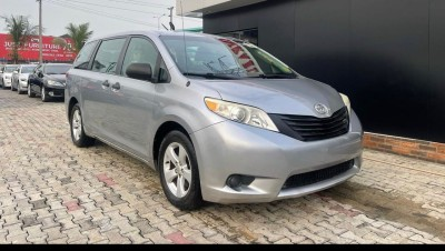 Foreign Used Toyota Sienna Sport 2010